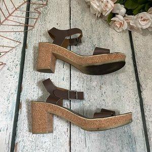 Clarks 9.5M sandals leather summer brown tan cork